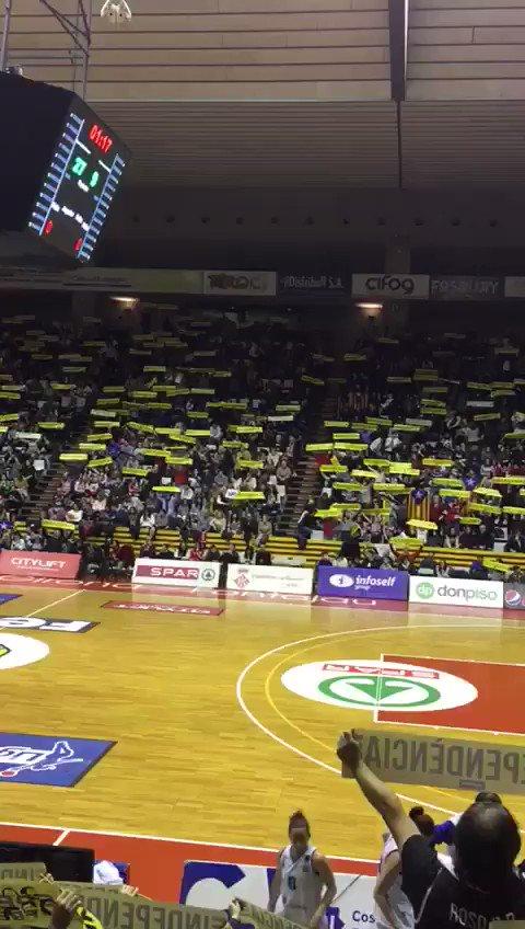 Pavelló Girona-Fontajau arena tonight claiming for independence #Catalonia