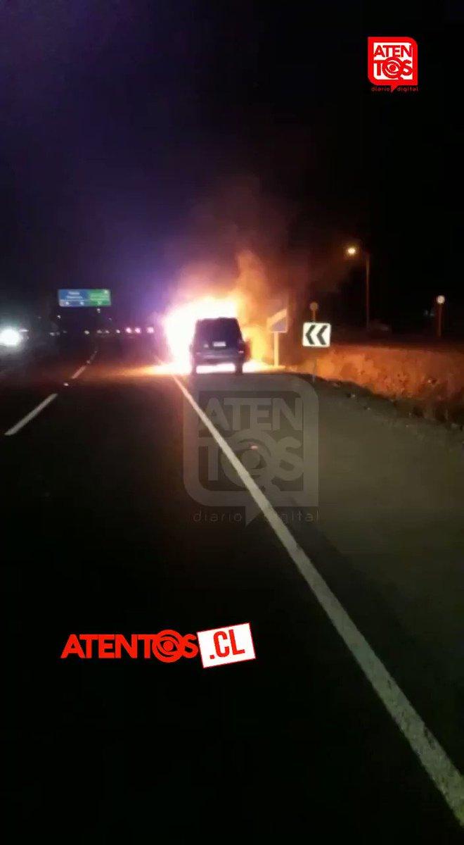 RT @tentos [URGENTE] Incendio consumió por completo camioneta Hyundai Terracan #Ruta5Sur sector Alto Pangue.  Ocupantes alcanzaron a salir. El tránsito se encuentra suspendido KM 242 N-S debido a varias explosiones registradas. Personal concesionaria (Rutas del Maule) controla emergencia.