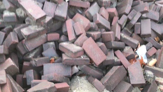 Hier kun je niet mee op de proppen komen! 😮  Verwijderen vetprop rioolgemaal #OostelijkeHandelskade. Flinke verstopping door bak- en frituurvet en wegwerpdoekjes.   In de afvalbak of recyclen die hap! 💪 #vetverstopt