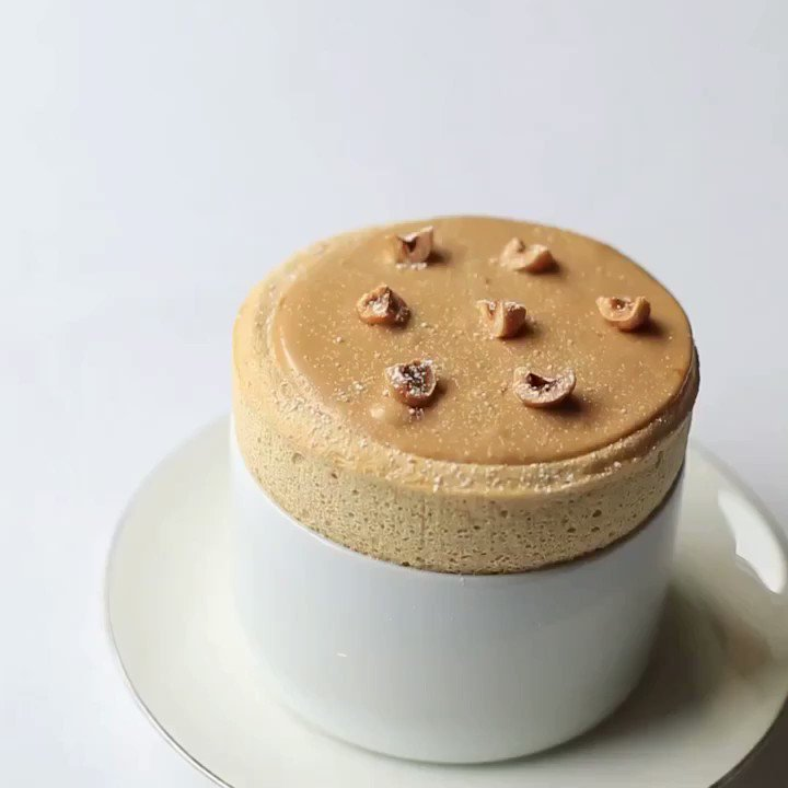 RT @GordonRamsay: How's that for perfection..... praline soufflé with roast hazelnut ice-cream at @petrus https://t.co/gBp1sVybIW