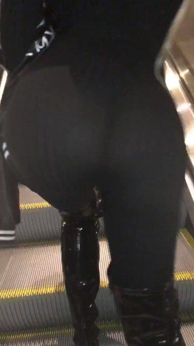 We found love on an escalator 💓 https://t.co/hQmedPoN97