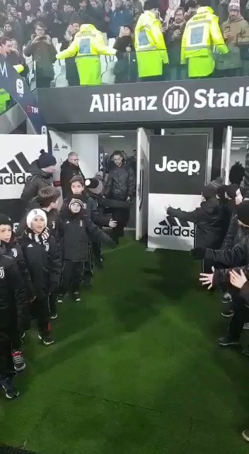 RT @juventusfc: Che bello rivederti, @ClaMarchisio8 😍 #JuveRoma https://t.co/Dqd1rRgggx