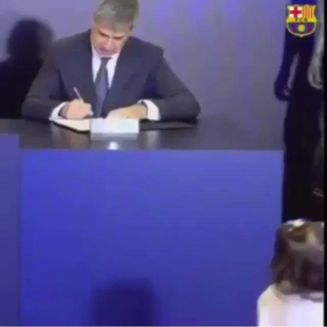 La hija de #JeisonMurillo se robó el show en la presentación de su padre con el #Barcelona 😍😍😍😍 https://t.co/VjHULASXQ9