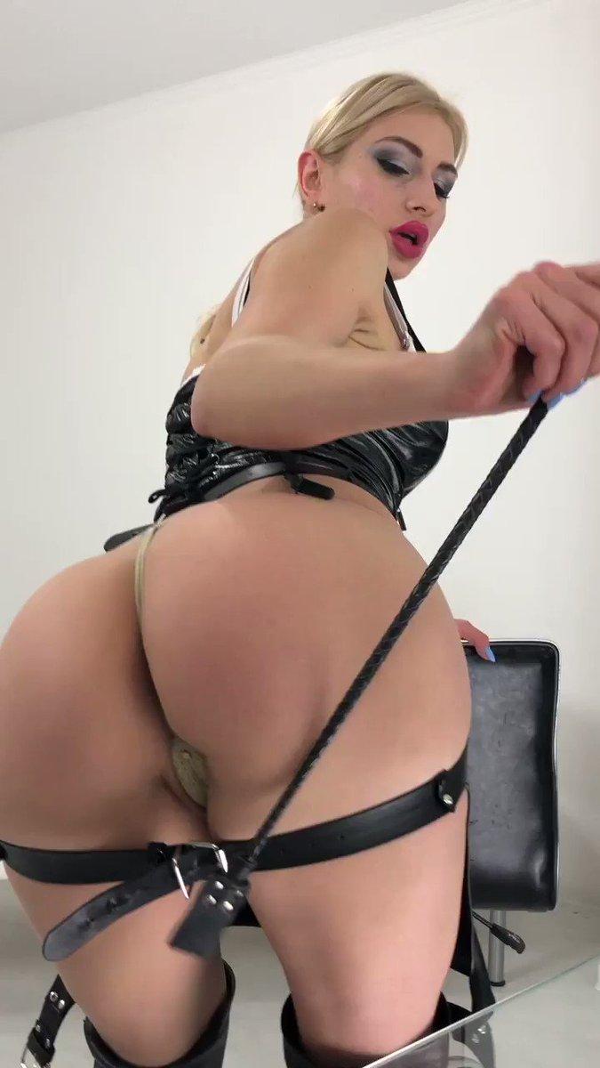 Model - LouisaCream fetish
