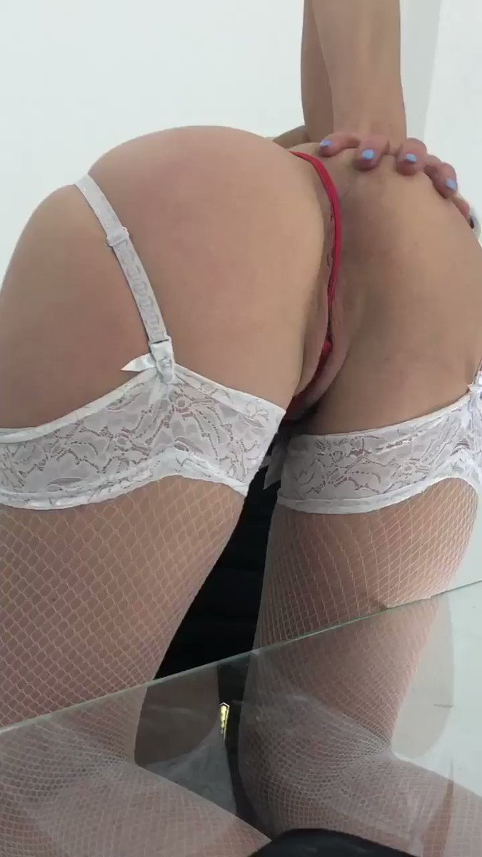Model - LouisaCream heels