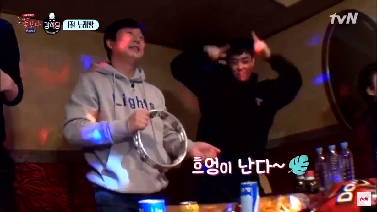 Eun Jiwon being the cute and supportive sunbaenim that he is #Sechskies #EunJiwon #은지원 #젝스키스 #1KYNE