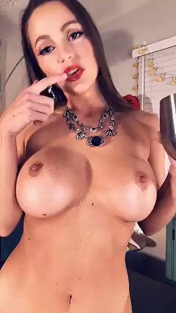 Happy New Year! 🍾🥂🎆 Join https://t.co/sbYuO3Nw2T NOW FREE! For my daily sexy shows! BG show up now! https://t