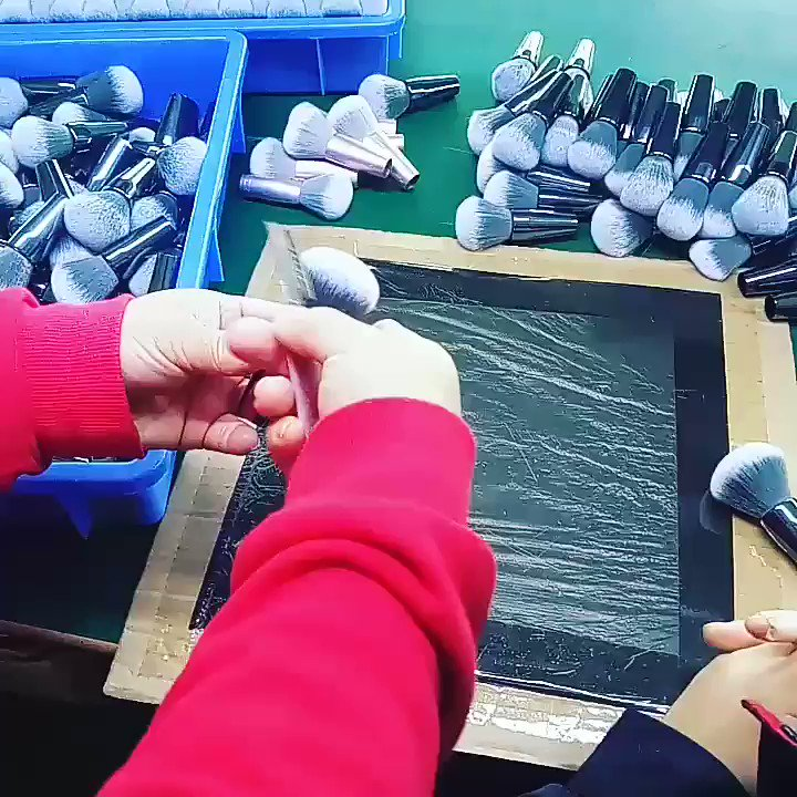 Our Production Supervisor are teaching the new staff how to trim a good brush head 👍👍#makeupbrush #makeupbrushes #cosmeticsbrush #cosmeticbrush #brushformakeup #makeuptool