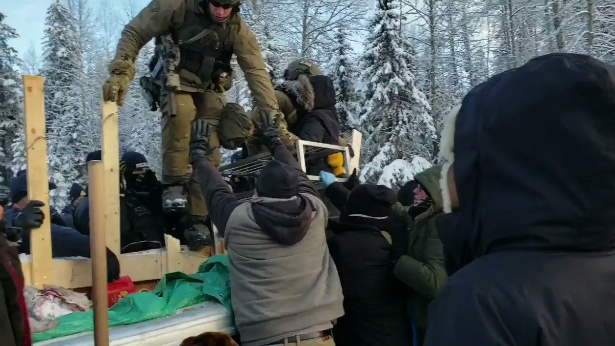 Canada: 14 arrested at indigenous anti-pipeline protest camp as tensions rise