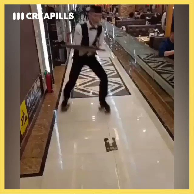 En Chine, les serveurs de ce restaurant sont équipés de patins à roulettes ! Quelle dextérité 😲
