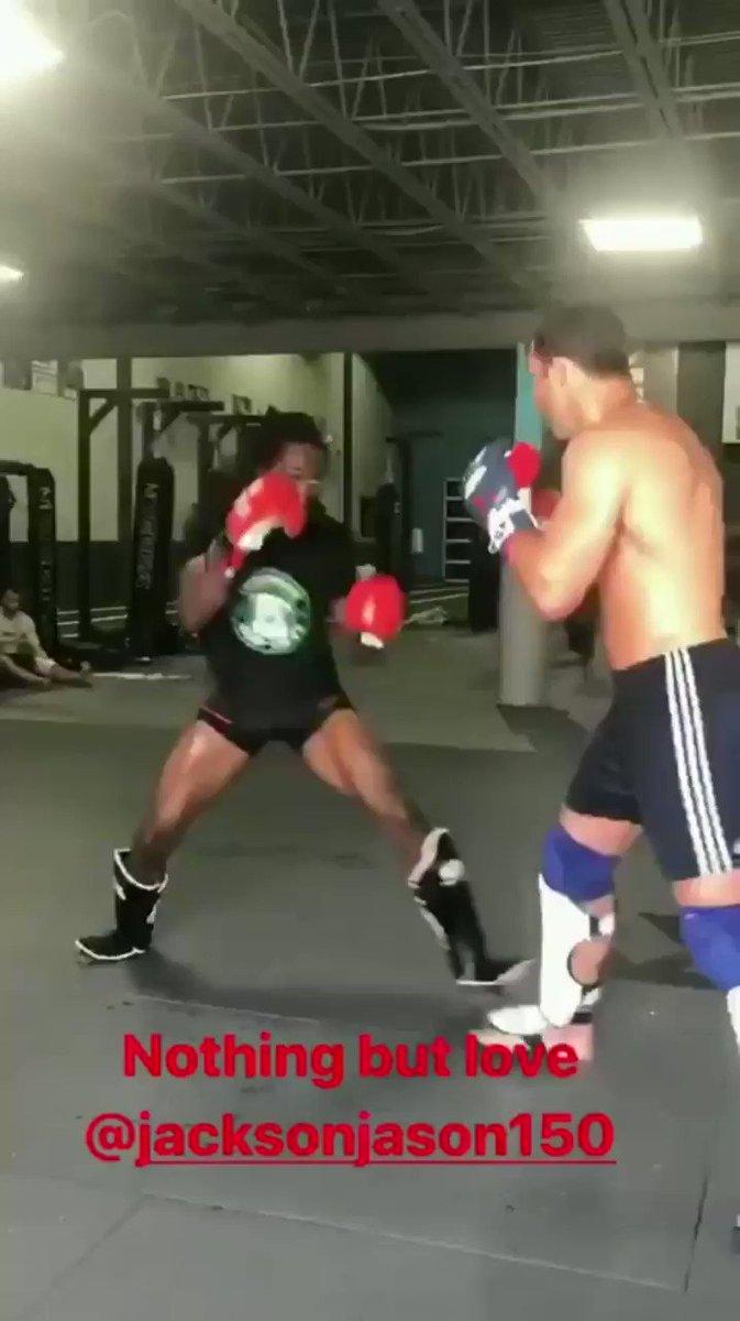 Rockhold putting in some hard (violent) work with @jacksonjason150 😳 https://imgur.com/y79Q9kZ #UFC #MMA #WMMA #TeamMMA4LIFE #LukeRockhold #PeoplesMMA