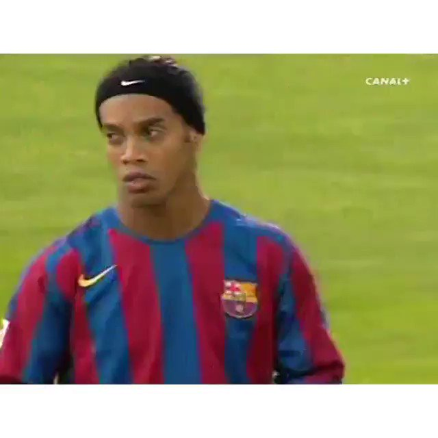 That touch and pass from Ronaldinho 🤙🏽 #FastForwardFriday