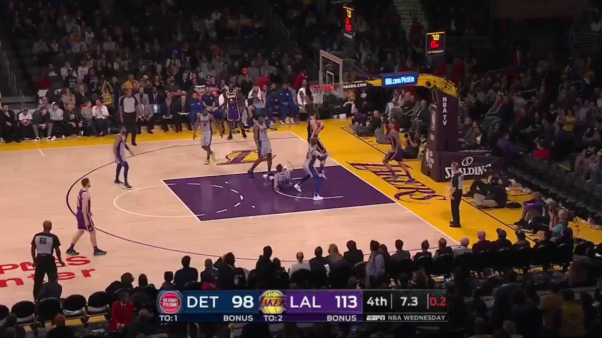 Staples Center went from 'We want tacos!' chants to boos when the Lakers gave up the 100th point �� https://t.co/2PrrwLytxn