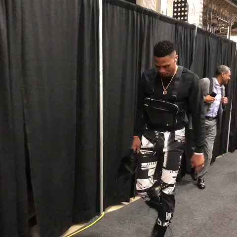 Russell Westbrook & Paul George arrive at AT&T Center for tonight's @NBAonTNT match-up vs. @spurs (9:30pm/et) https://t.co/dtE3UN8gIZ