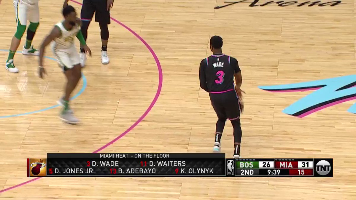 D-Wade half-spin to the fadeaway! #OneLastDance  #CUsRise 32 #HEATCulture 35  6:44 2nd quarter on @NBAonTNT https://t.co/BOvNn67ipG
