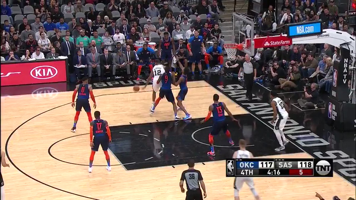 LAMARCUS GOES UP AND GETS IT!  #ThunderUp 117 #GoSpursGo 122  3:31 remaining on @NBAonTNT https://t.co/a7brVZKxBH