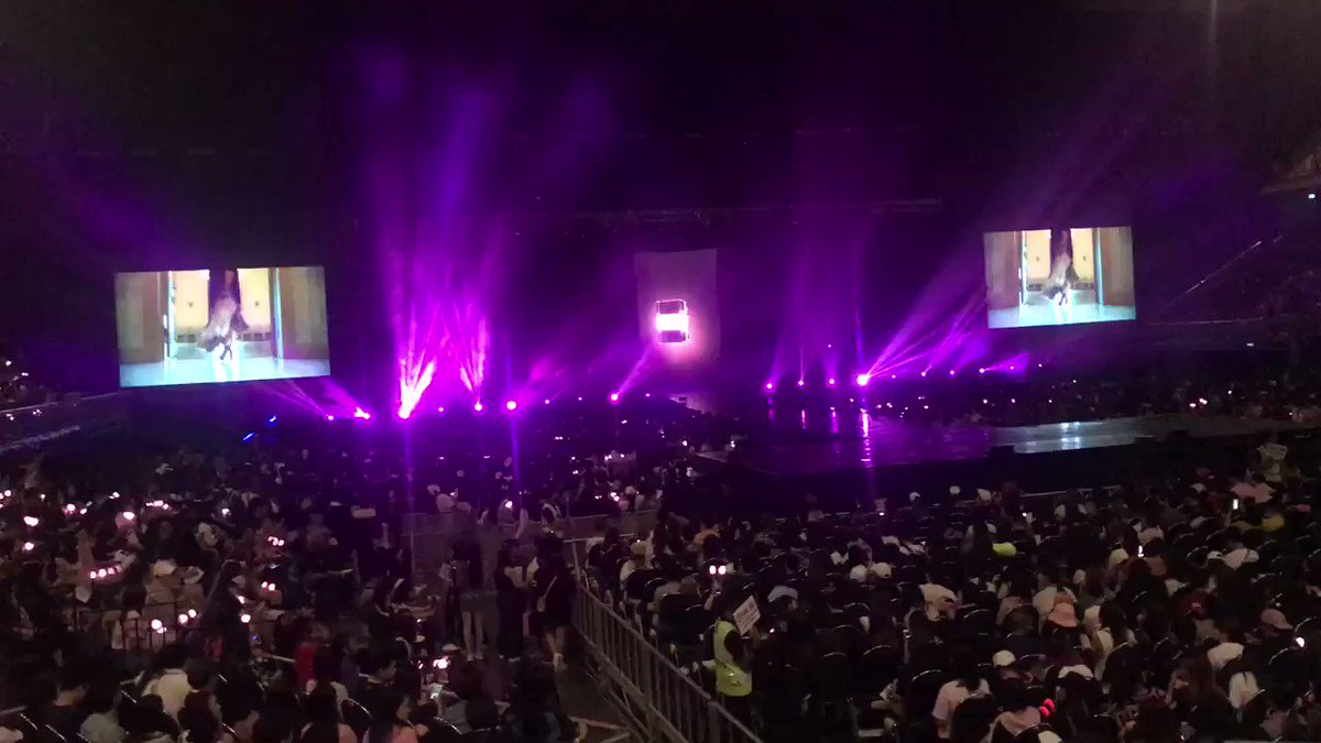 RT @lalisnap: the thai blinks' loud fanchants while singing jennie's solo I'm shaking #INYOURAREABKK_DAY1 https://t.co/vEqFtyKpEY