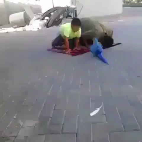 RT @waleed9x9: ههههههههههههه  شكل هالببغاء راعي طقطقة. .. شفو وش سوااا في الأخير....جنن الولد 😂😂😂😂😂😂  #الهلال_الرايد https://t.co/5wJqsPhTef