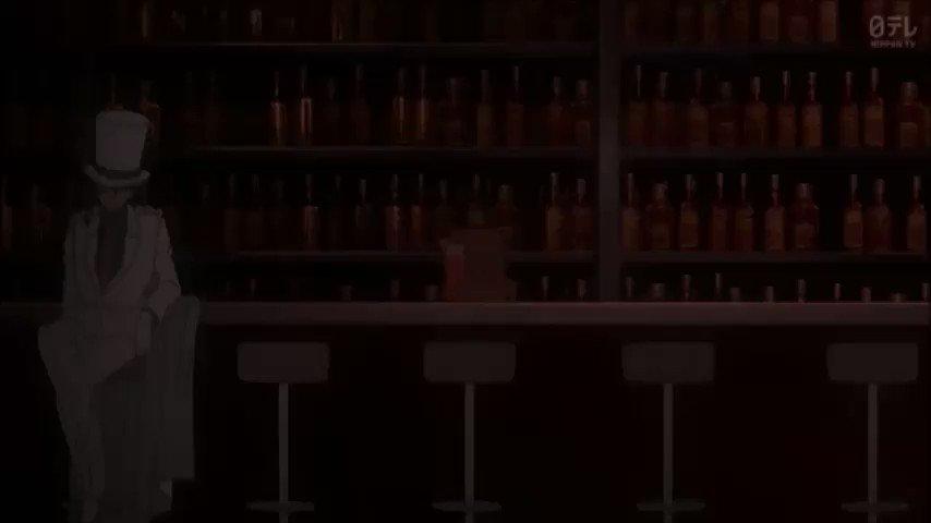 RT @Story_terrorV2: 新一と蘭がナイトプールでよろしくやってる裏で、怪盗と空手家がバトル???意味が分からん! #conan https://t.co/VhwGpSF6zY