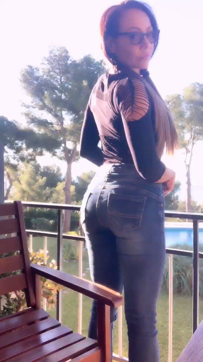 Model - Lara Tinelli kinky
