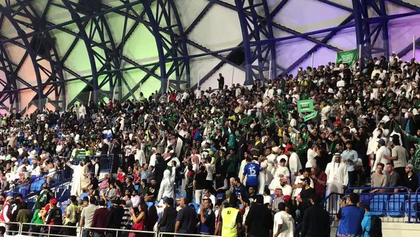 مثل بلادك ولك الشرف 🇸🇦🎶  جمهور @SaudiNT عالي الصوت منذ البداية في استاد آل مكتوم. #السعودية_لبنان #كأس_آسيا2019 https://t.co/TAqCTiEzBh