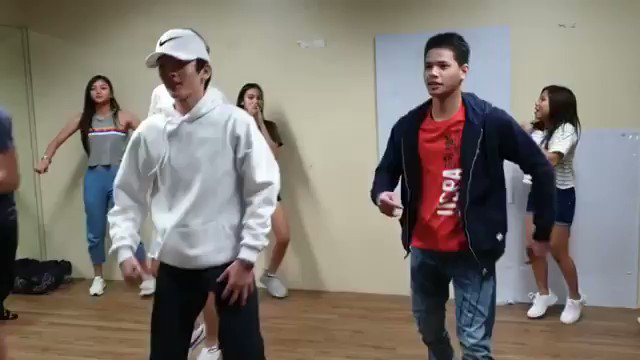Eto na!! Pa sneak peak ng performance nila bukas.  Titig na titig naman to si babajun kay kare hahaha LIKE and COMMENT https://www.instagram.com/p/Bsis092Aww2/?utm_source=ig_share_sheet&igshid=1kg0325rb3ajm …