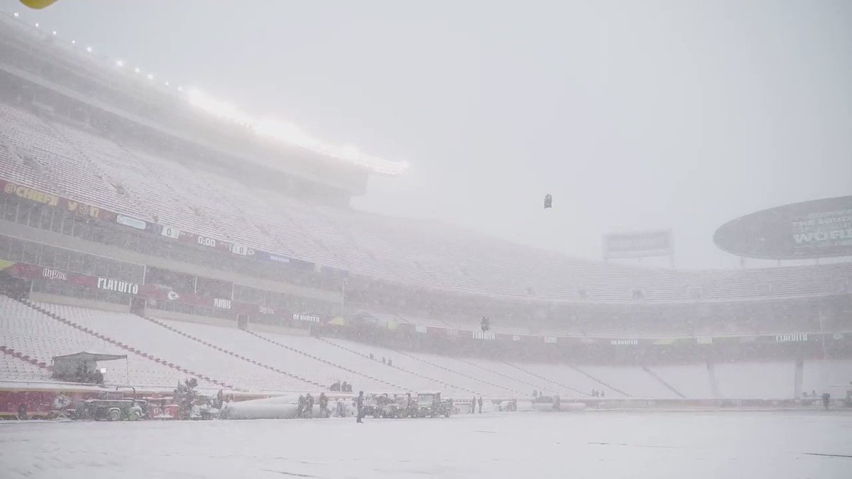 Current status of Arrowhead...looks like we got ourselves a snow bowl �� ❄️ https://t.co/DrYTB6nfsu