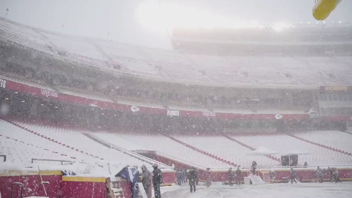 RT @NFL: Inside the stadium! ❄️❄️❄️  📺: #INDvsKC (4:35pm ET) on NBC. #NFLPlayoffs https://t.co/UXvyf07Swy
