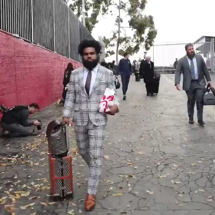 Zeke securing the bag �� https://t.co/I0ASXh9Pkx