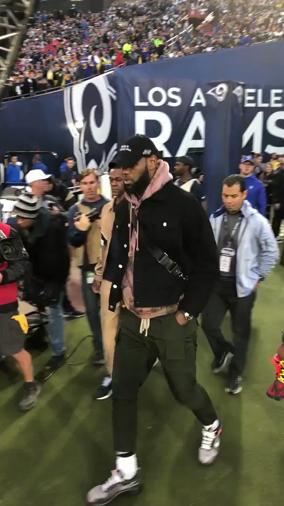 RT @NFL: .@KingJames in the #RamsHouse for #DALvsLAR! #NFLPlayoffs https://t.co/kZfRpb2KGW