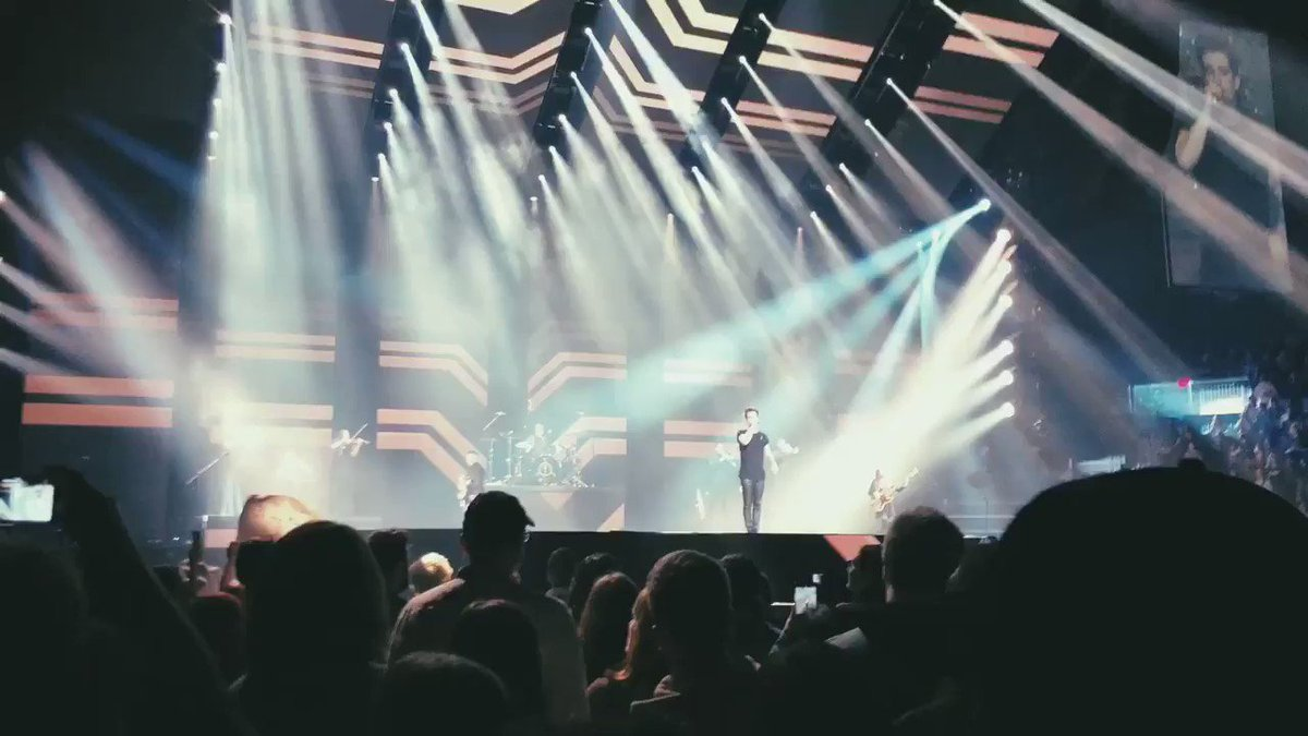RT @laurenschroer: still can't believe i saw this with my own two eyes tbh #roaring20s #pftwtourlaval https://t.co/44teLokfFA