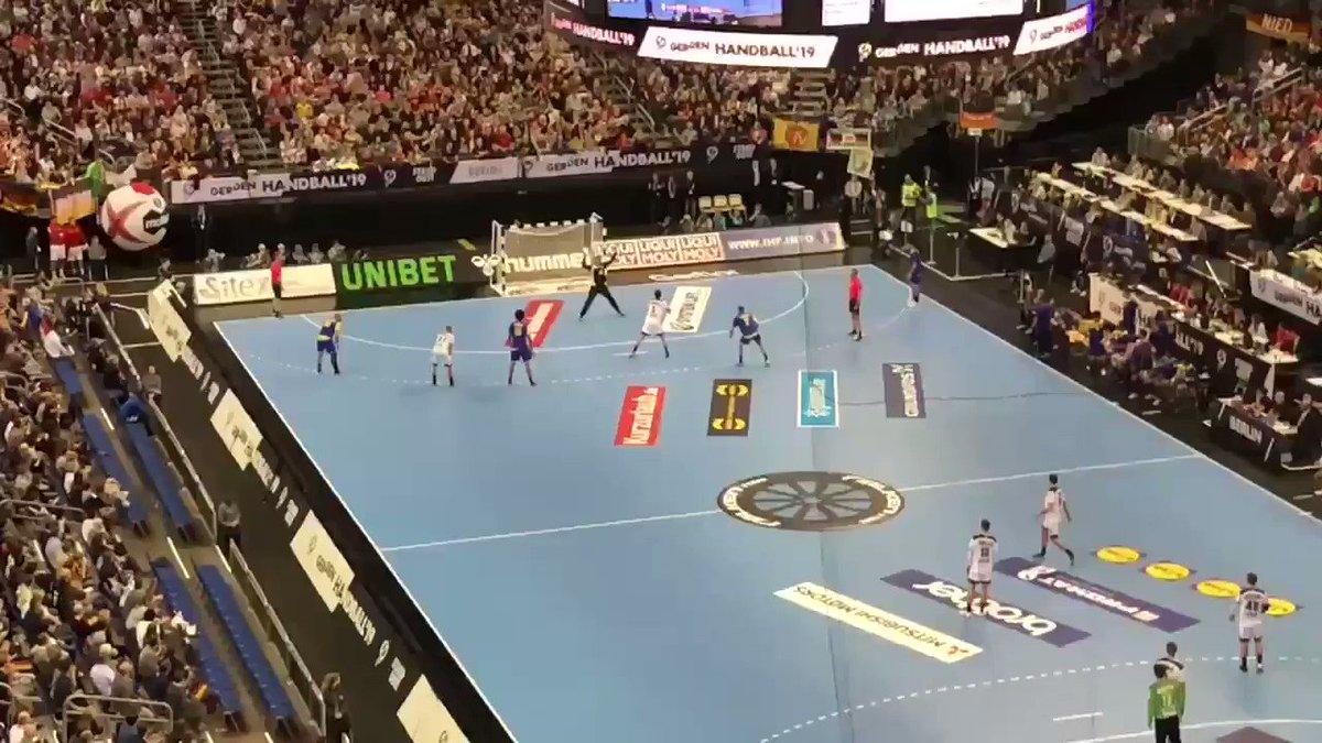 RT @NicolasLembeck: Immer noch geil! 👌🏻  Man of the match: @uwegensheimer!   #GERBRA #Handball19 https://t.co/OrP8DyDjeN