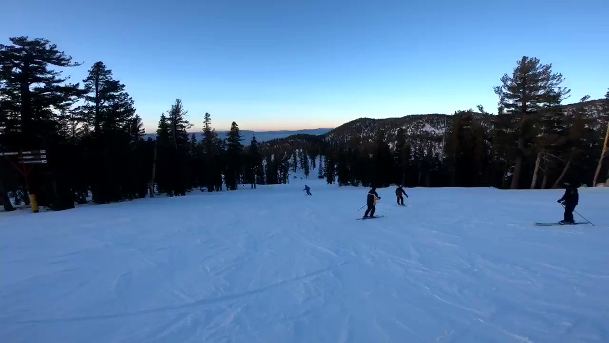 069b97c8 Helly Hansen Après Tracks was gorgeous. Learn how you can join us after the  lifts close! https://t.co/fEbQchZDak #skiheavenly #skicalifornia #gopro.
