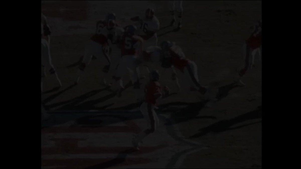 #UnDiaComoHoy en 1990, los #BroncosCountry de un fantástico John Elway (lanzó por 389 yardas y marcó 3 Touchdowns) destrozaron a los #Browns conquistando el pase para la Superbowl XXIV👇 #NFL @AnaPolar13  @BroncosSpain  @Broncos_Arg