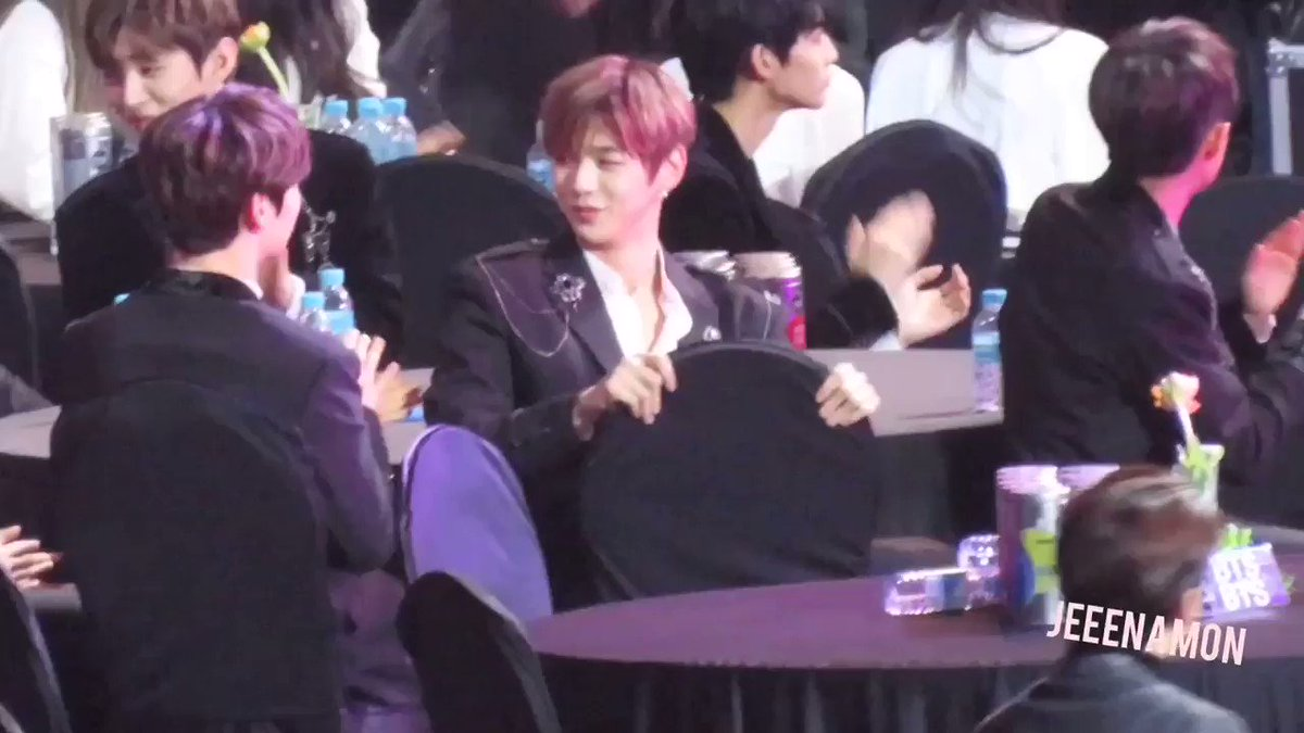 Lets never forget when Wonho friendzoned Kang Daniel 😂😂