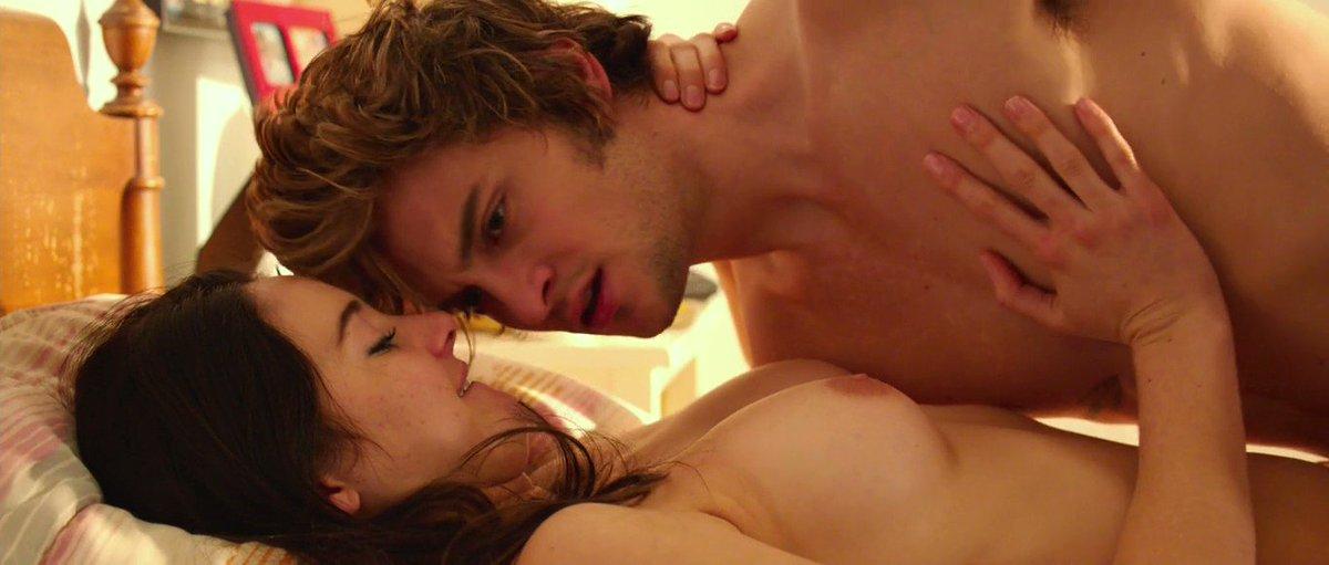 Shailene Woodley – White Bird In A Blizzard (2014)  – Celeb Nudity