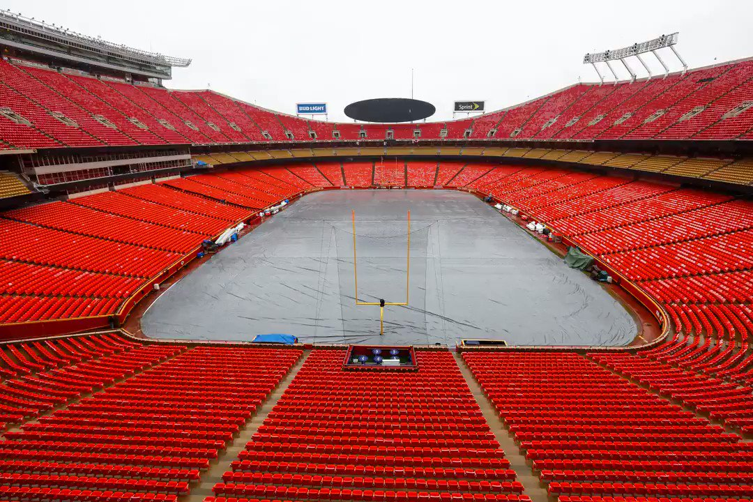 RT @Chiefs: Arrowhead time-lapse 🏟 https://t.co/aaZEJfnF8S