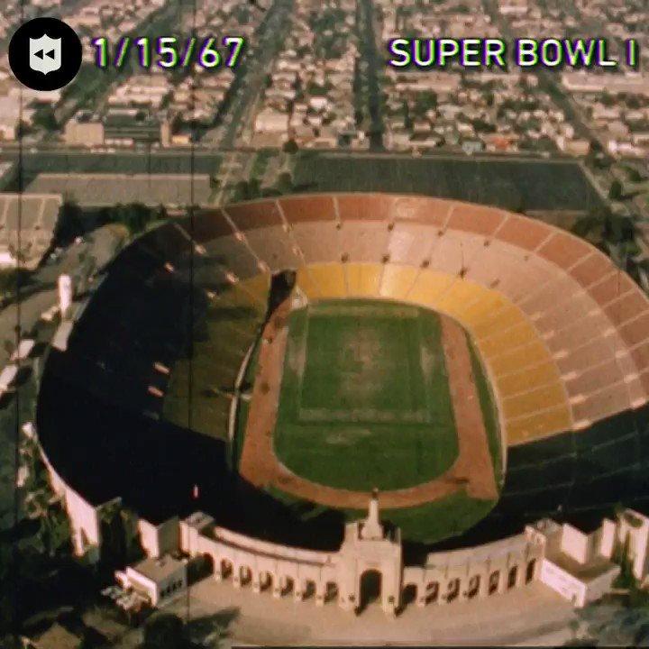 #UnDiaComoHoy en 1967, los #GoPackGo del inmortal Vince Lombardi conquistaron la primera SUPERBOWL de la historia #nfl superando a los #CHIEFSKINGDOM en el LA Coliseum #nflplayoffs #NFLTwitter @Marce_Vargas88 @PackersESP @packersespana