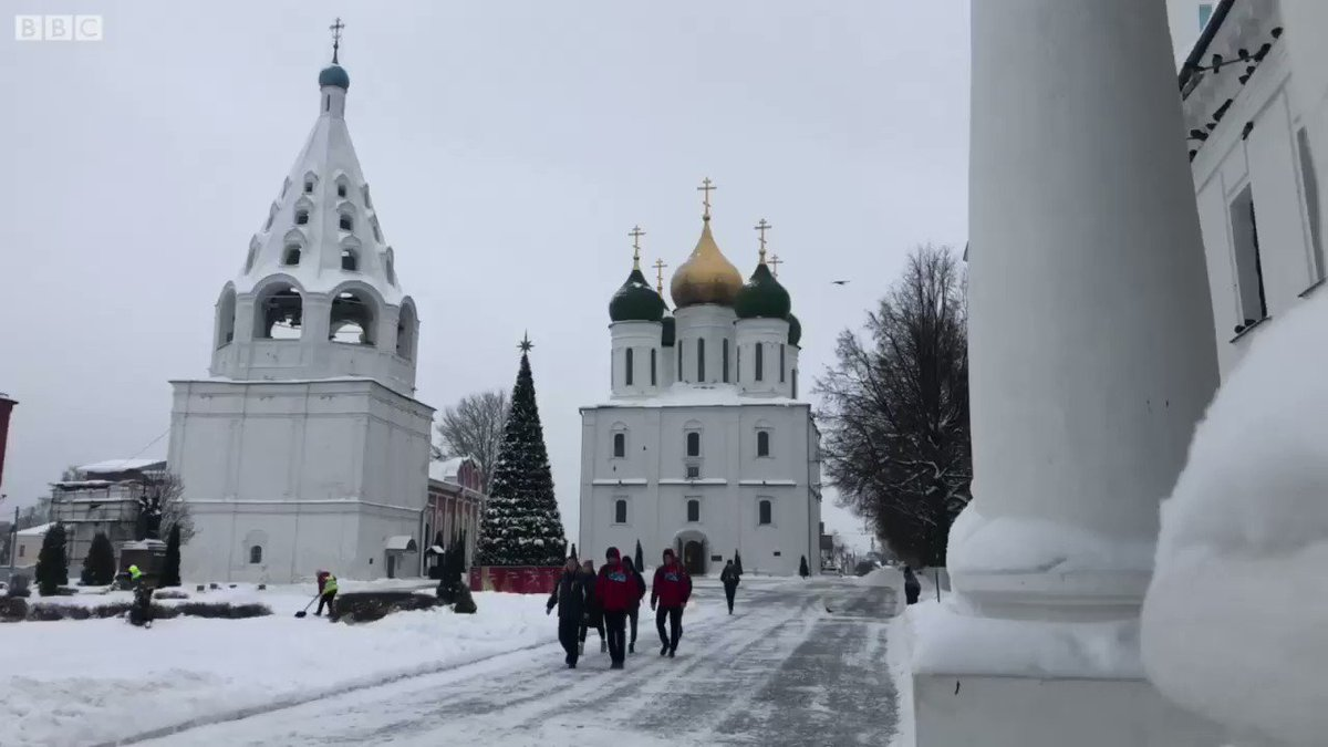 Kolomna has a Kremlin, a sea of onion domes & ornate wooden houses. But what grabbed my attention was a chap shoveling snow off his roof: he nearly gave me a heart attack. The music is 'Snowfall' ('Snegopad') by Alexei Ekimyan. Day 3 of #RussianWinterWeek @BBCRadio3 Breakfast