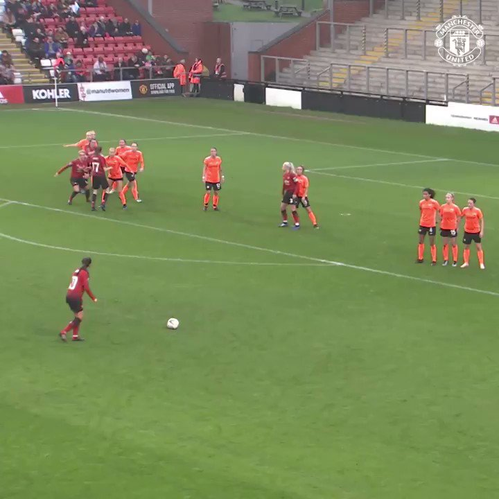 Man United women side are incredible. This is a beautiful goal. 👏🏻