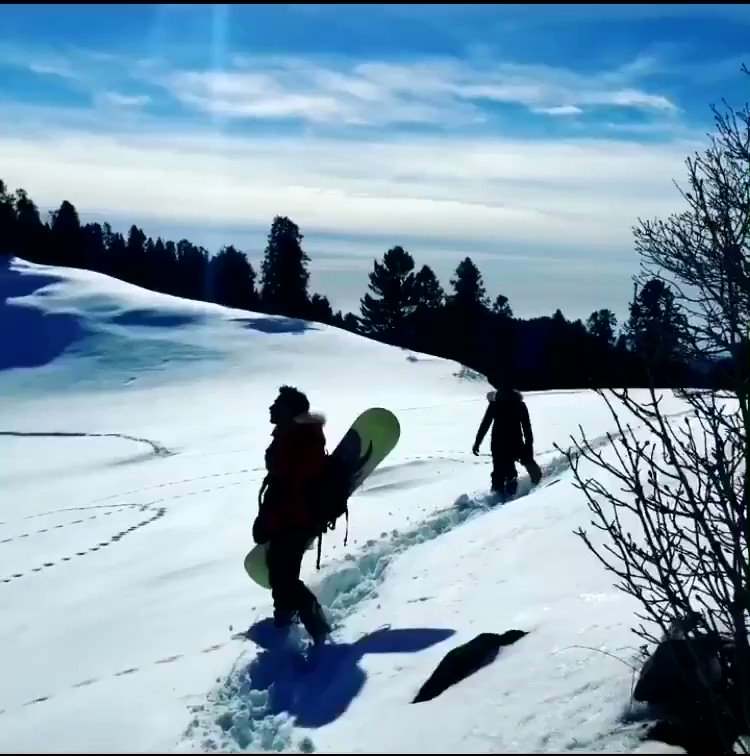 RT @PakistanNature: Snowboarding at Mushkpuri top, Pakistan  Credits: Bilal Gul  #BeautifulPakistan #Travel https://t.co/9JvSUk2iq4