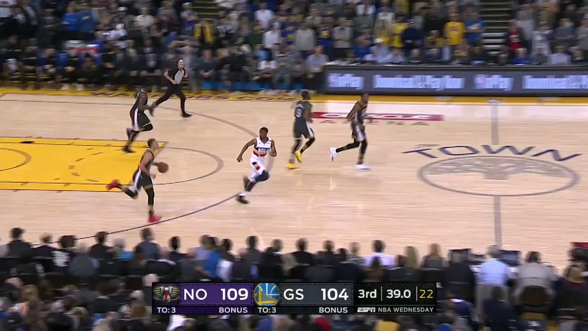 With this bucket, Steph became the first player in NBA history to make 8 threes in 3 straight games. https://t.co/QSU7QggWxC