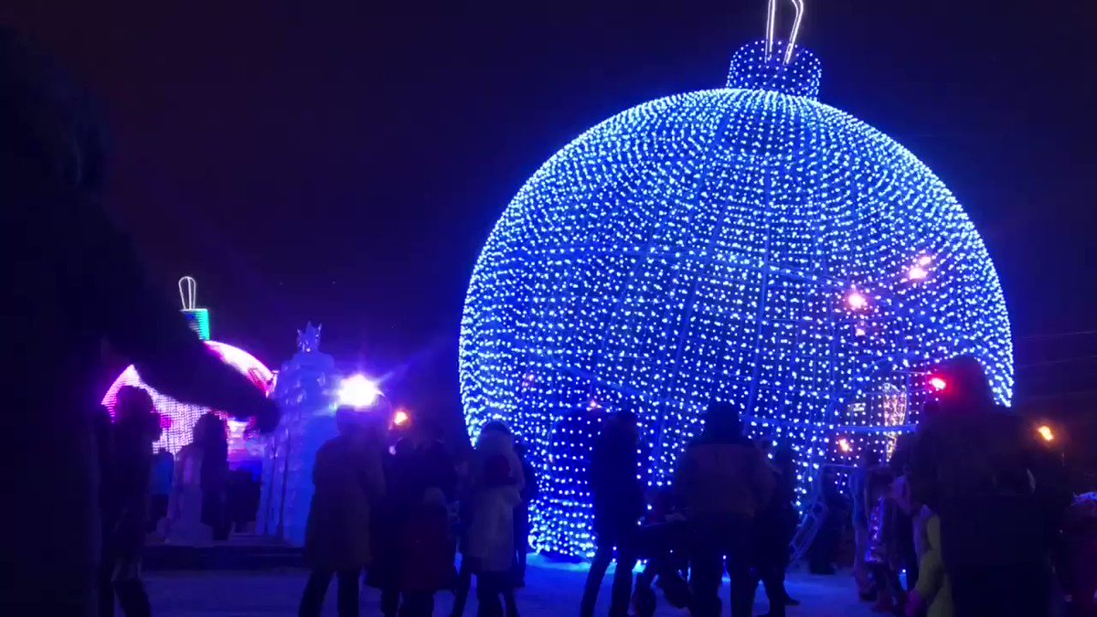 Giant baubles, sizzling sausages & a St Basil's carved out of ice. Wintry Moscow by night. The music is 'Winter Evening' by Boris Terentyev & Mikhail Isakovsky. Day 4 of #RussianWinterWeek. More sub-zero Russian sounds on @BBCRadio3 Breakfast after 8 every day this week.