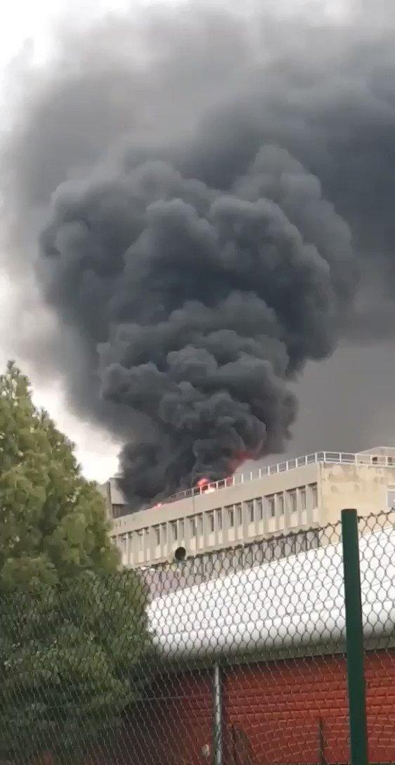 RT @Yassminofficiel: Quand tu vas en cours et que tu vois ça...#incendie #ladoua #campus #explosion https://t.co/oEuFbxwVng