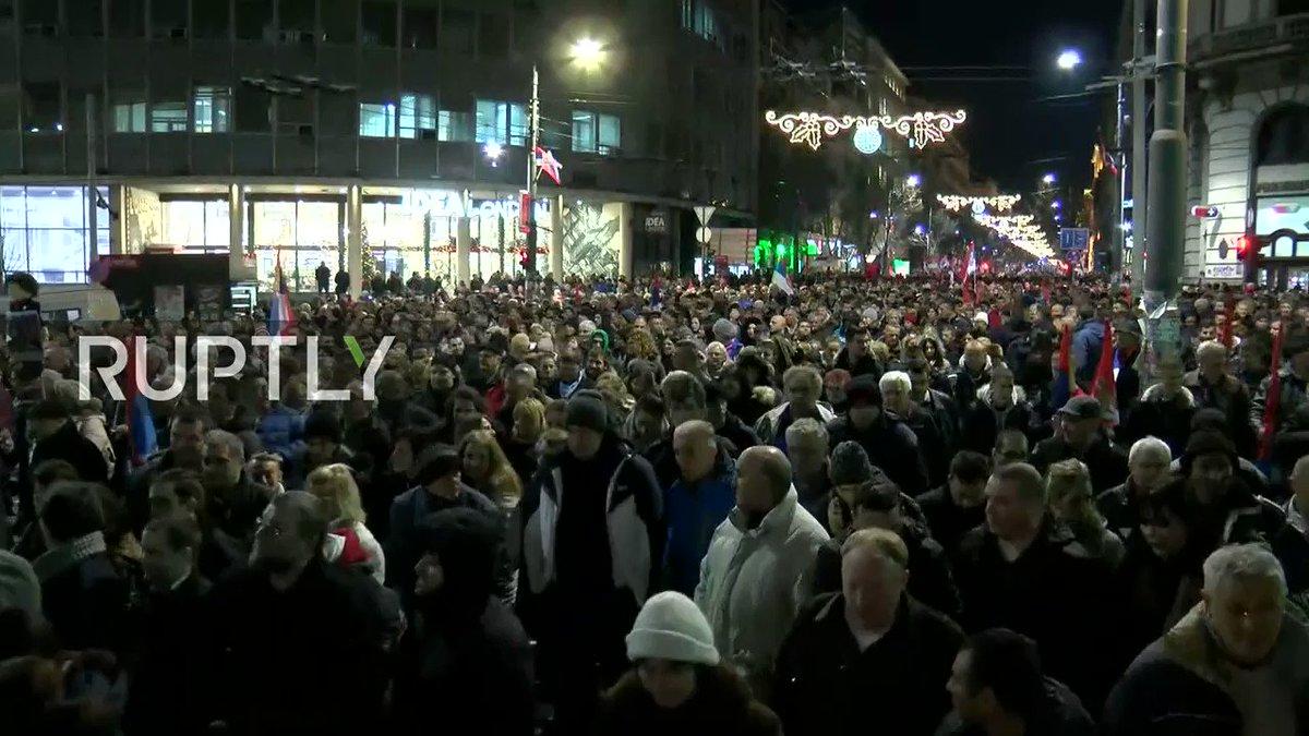 Serbian citizens welcome #Putin to #Belgrade  LIVE: http://bit.ly/2FGaW2i