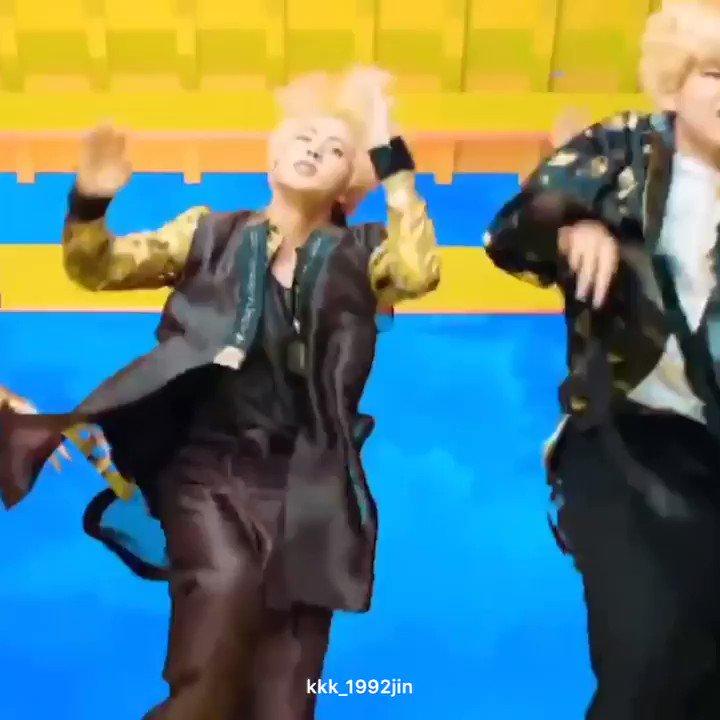 RT @kkk_1992jin: プライベートジェットの中でもお気に入りの 『Oh oh ooh oh』ダンスするソクジン可愛い https://t.co/KBpLfLfW1H