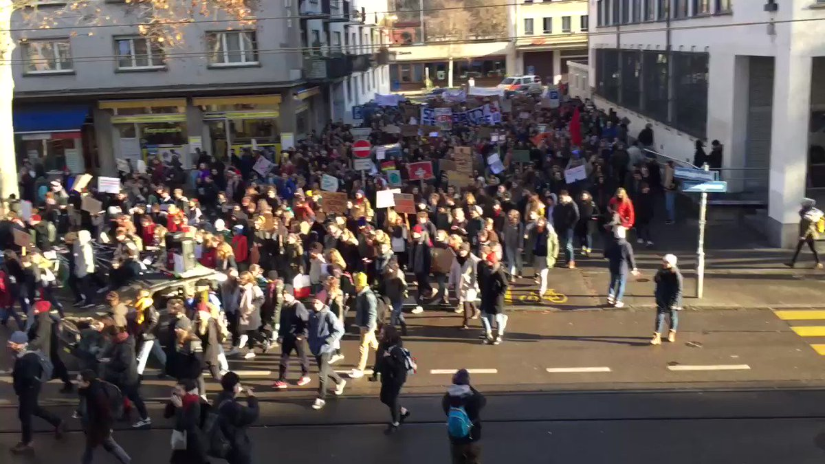 RT @bratwurstkomet: The oceans are rising and so are we: #climatestrike demonstration in Zurich #Klimastreik https://t.co/MQGimcDdhs