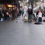 路上ライブで鳩が踊り出して和む~!