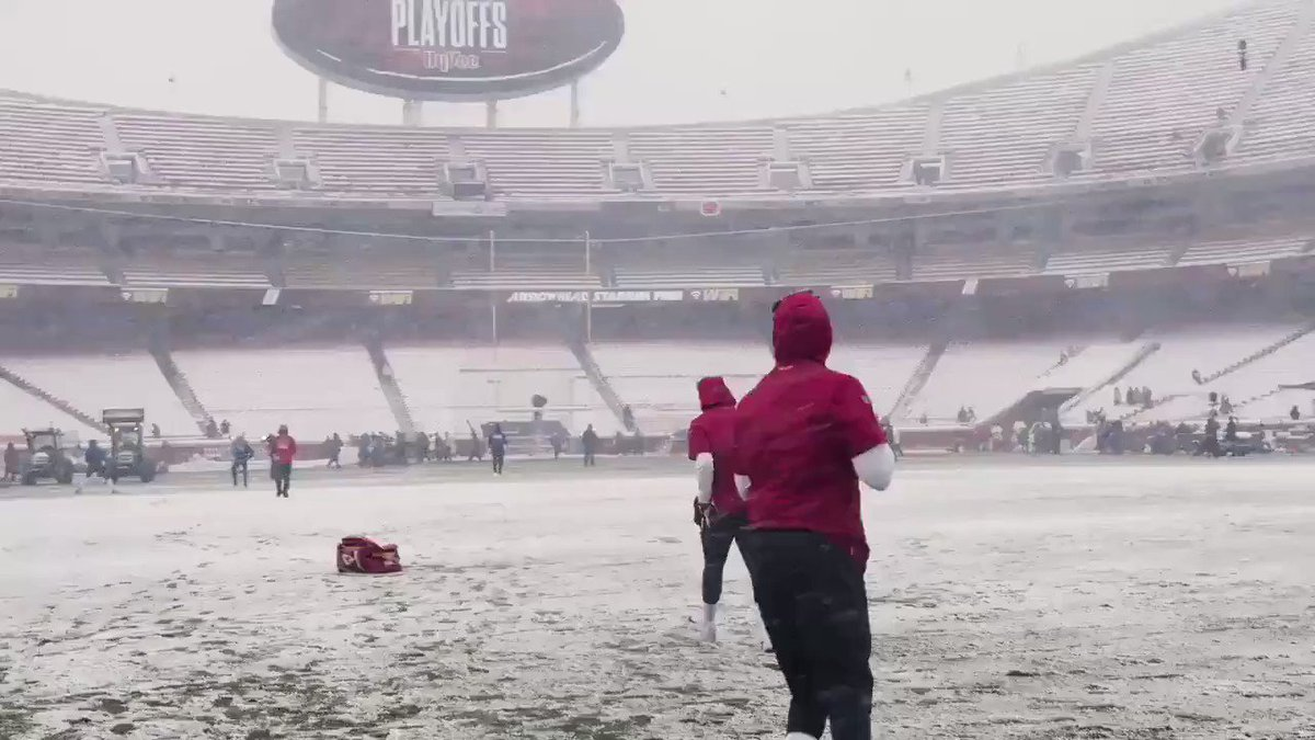 RT @NickV_KCTV5: I think @PatrickMahomes5 will be okay with Sunday's weather. #LetsRoll #ChiefsKingdom https://t.co/BGXusY5ScF