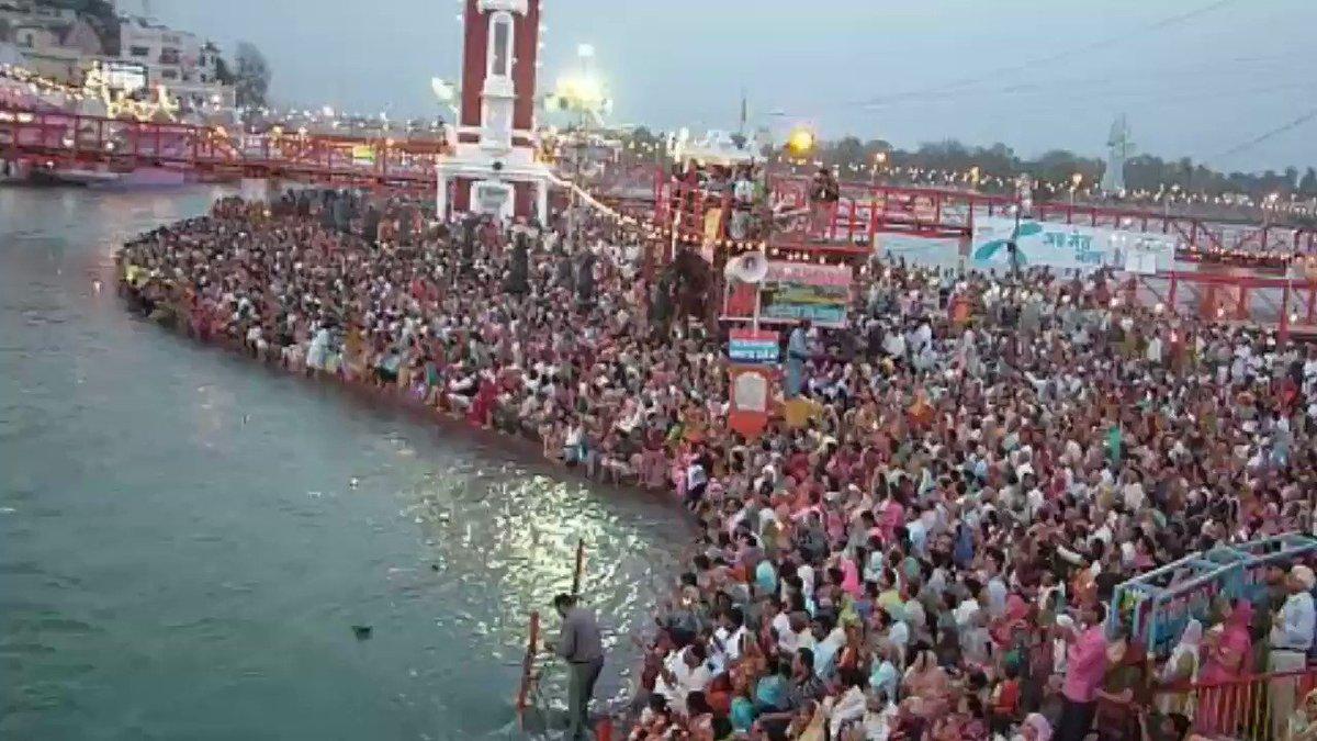 #SaturdayMotivation कही न कही कर्मो की मार का डर है , नही तो गंगा पर इतनी भीड़ क्यो है ?  जो कर्म को समझता है उसे धर्म समझने की जरूरत ही नही  पाप विचार करते है और गंगा शरीर धोती है विचार नही  #अंधश्रद्धाभक्ति_कुंभस्नान  देखें रोजाना साधना टीवी पर शाम 7:30pm